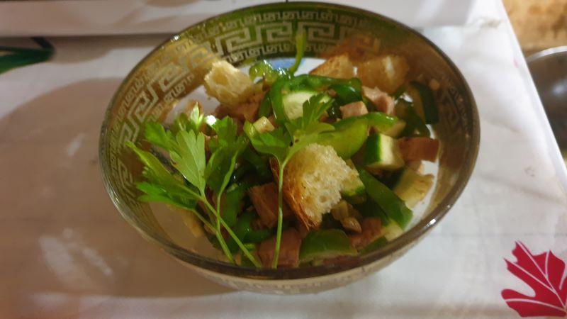 салат с вареным мясом свинины