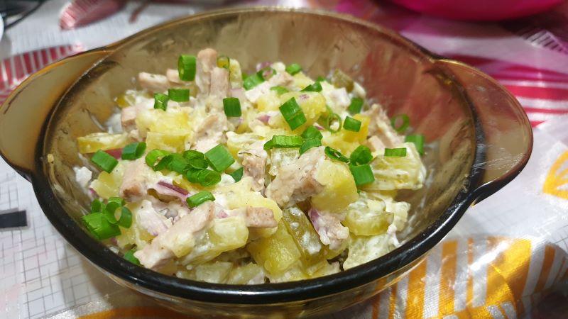 салат с варенным мясом и соленым огурцом