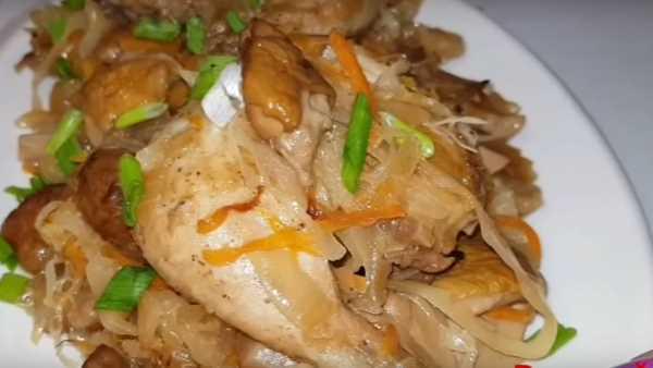 тушение с курицей и сосисками в духовке
