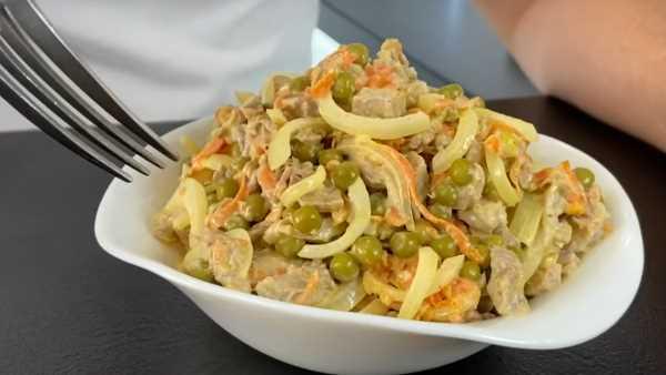Новогодний салат с мясом, морковью, зеленым горошком и майонезом - вкуснее традиционного оливье